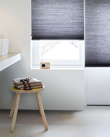 pliss gordijn in grijze uitvoering geschikt in badkamer plissgordijnen gordijnen mrwoonraamdecoratie