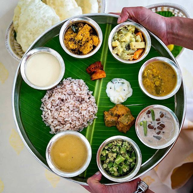 There's belly full and then there's need-to-loosen-pants belly full. It was most definitely the second one when @itc.windsorblr treated us to an Onam Sadhya today! Yes folks, it's sadhya season and if you want one of these, head over to ITC Windsor Bangalore because they are hosting a mini brunch Sadhya on Sunday and a full blown Sadhya on Monday for lunch and dinner. I'll see you there stuffing my face in a corner 👋 @itchotels thanks to @yogacaro for doing the heavy lifting 😂 and…