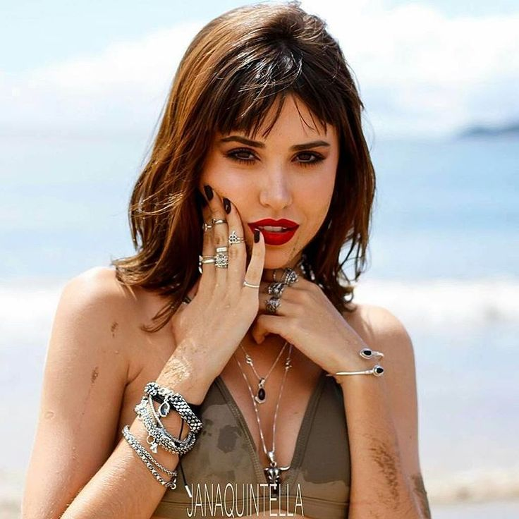 Bom dia com essa musa passando na sua #timeline @portoisa ���� @sal_do_mar  @janaquintella  #modapraia #errejota #niteroi #buzios #diadesol #diadepraia #sunset #photography #fotografia #modelo #model #producao #suhalfradiquemakeup #amomeutrabalho #maquiagemprofissional #maquiadora #vidademaquiadora #prataria #prata #luxo #glamour #beautiful #diva http://tipsrazzi.com/ipost/1505177992278581203/?code=BTjd2jBgB_T