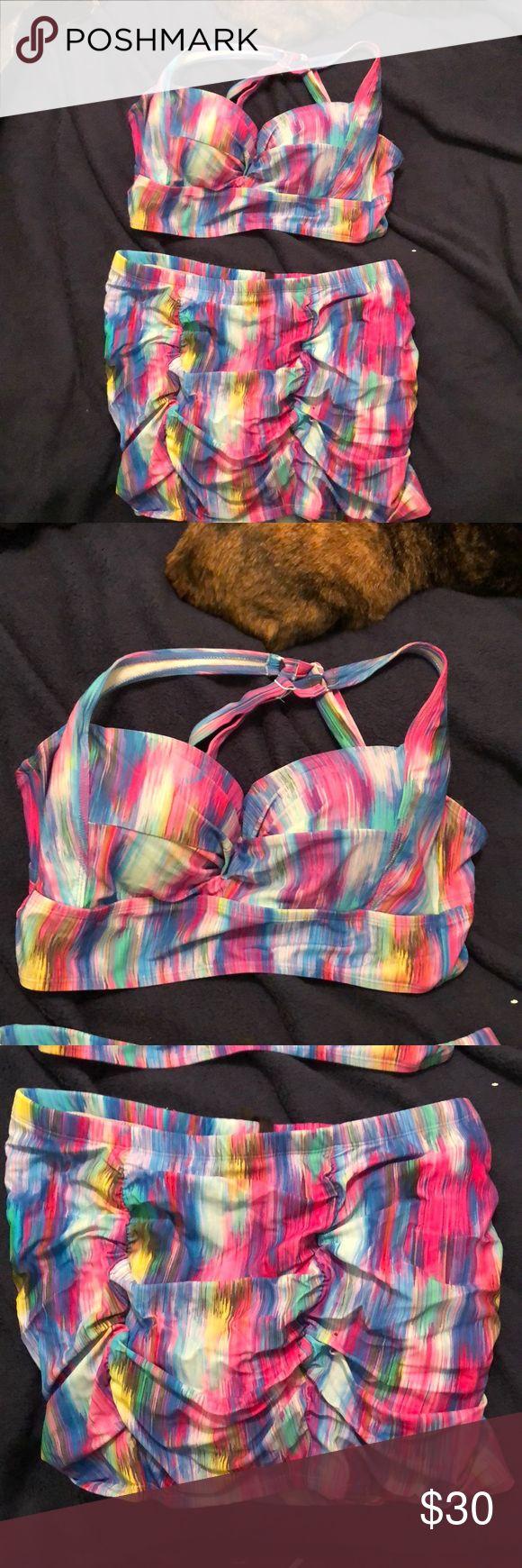 Torrid bikini Torrid bikini, worn once. Size 0 in Torrid sizes, which is a 12 in standard sizes. Bottom is a ruched skirt torrid Swim Bikinis