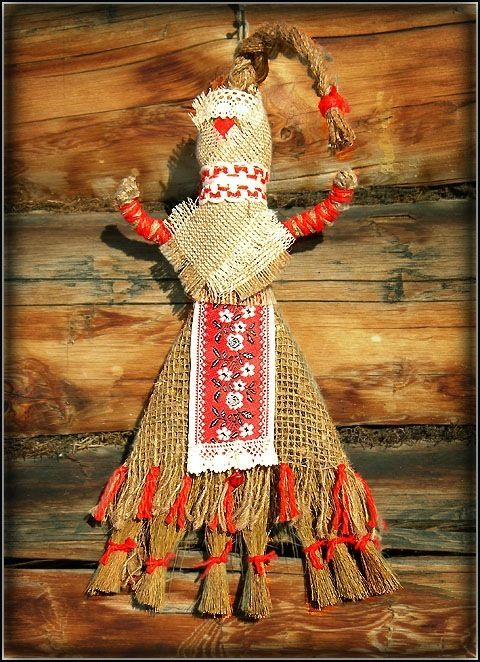 Кукла «Помощница» - (помощница по хозяйству) сделана из травяной метёлки. Помогает хозяйке «вымести» сор из избы (после ссор и разлад в доме, после посещения дома неприятным человеком).