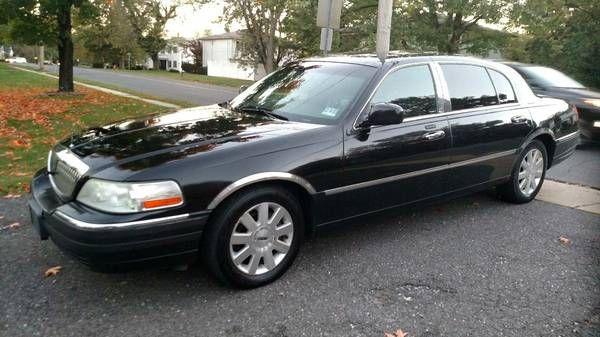 2003 Lincoln Town Car Executive L