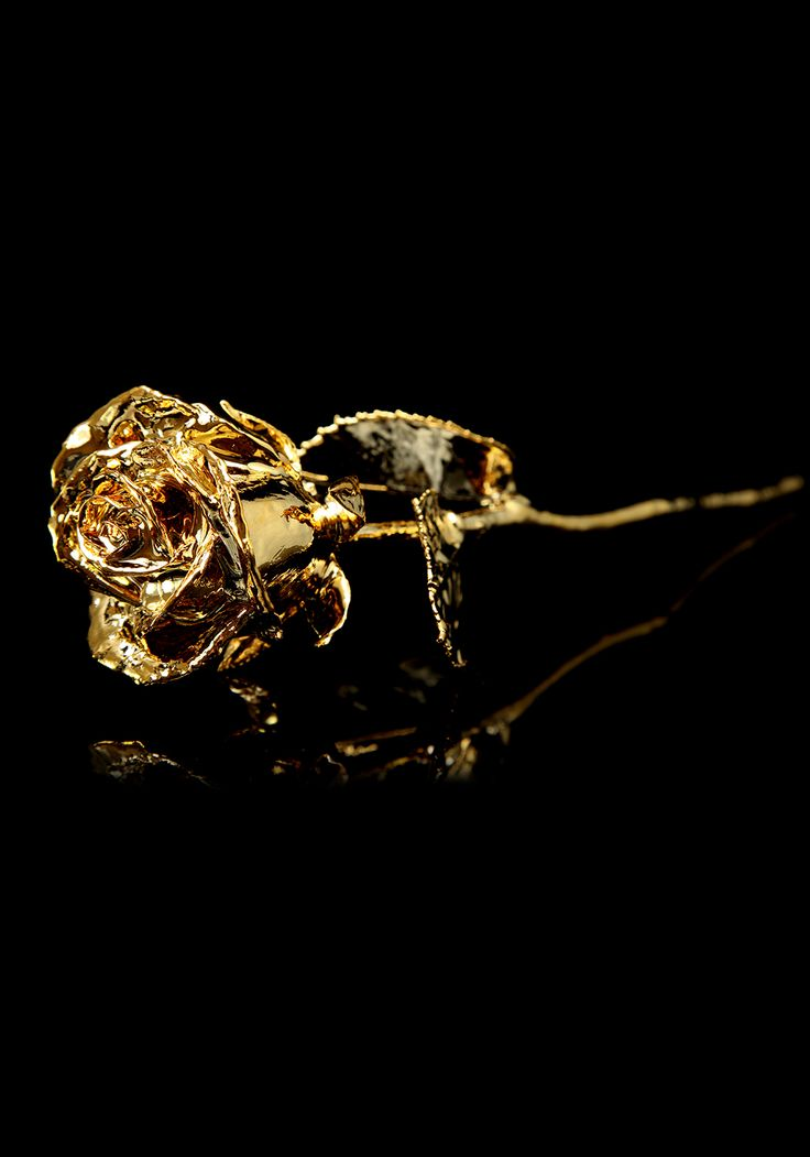 Rose - GoldLooking for a romantic gesture or a beautiful piece of art. The look no further than our collection of hand crafted and luxurious roses elevated to another level. We have a variety of gold, platinum and rose gold editions of roses, available to order individually or as a bouquet. Add our luxury box to preserve the moment or select the framed option to décor the home.