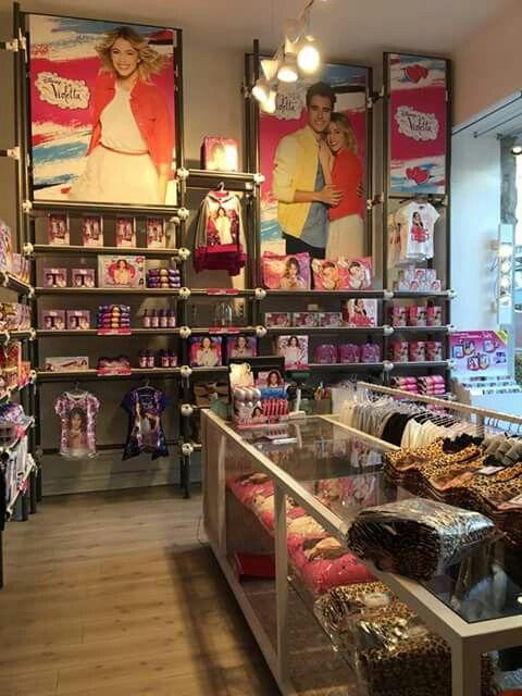Mirar que super tienda V-lovers abrieron en italia!!! Yo tambien quiero que haya en españa!!!