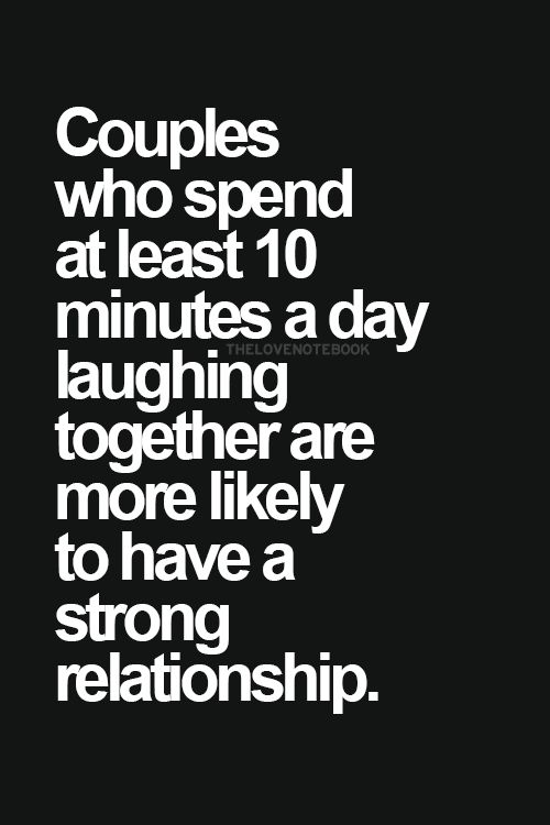 le coppie che trascorrono 10 minuti al giorno per ridere insieme hanno più possibilità ad avere una relazione più forte