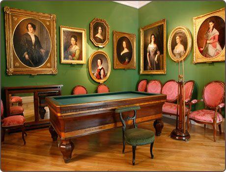 Museo del Romanticismo (una casa noble del siglo XIX). Algunos días de la semana, gratuito. Actividades culturales gratuitas. En la calle San Mateo.