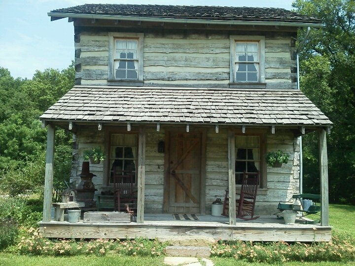 I would luv to have a cabin like this!
