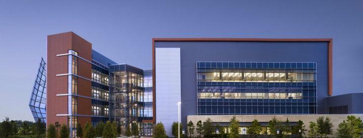 Sistemas de Fachadas | Edificio de la Universidad de Florida, conjunción de placas de terracota y malla metalica | http://sistemasdefachadas.com