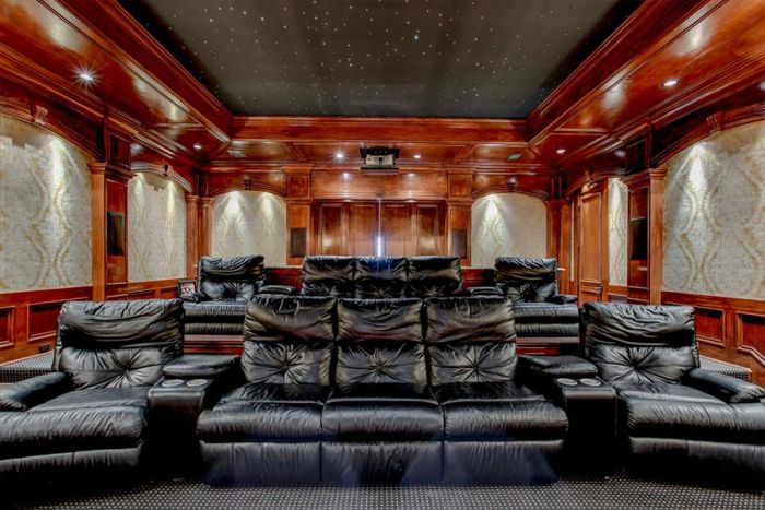 379 best images about dream theaters on pinterest for Homes for sale with theater room