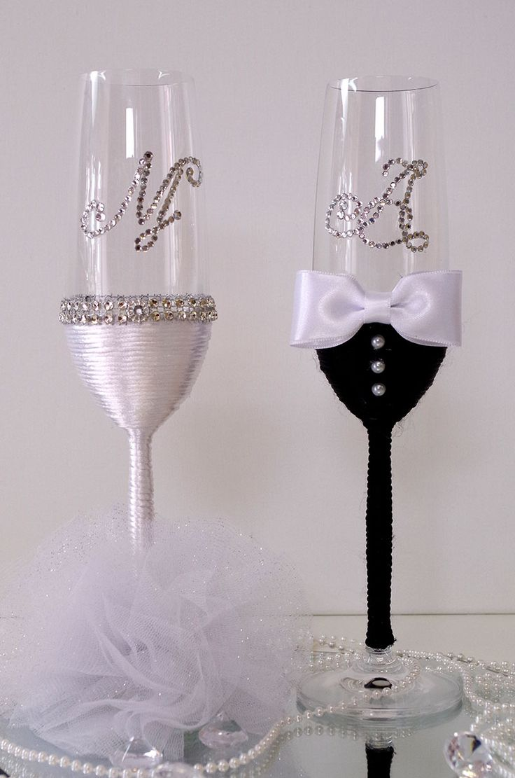 Svadbene čaše                                                   Hand Decorated Wedding Champagne Glasses