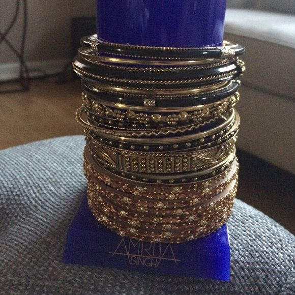 ❤️ Amrita Singh bracelets/bangles 15+ black and gold stackable/loose bracelets, comes with Amrita Singh bracelet holder. Amrita Singh Jewelry