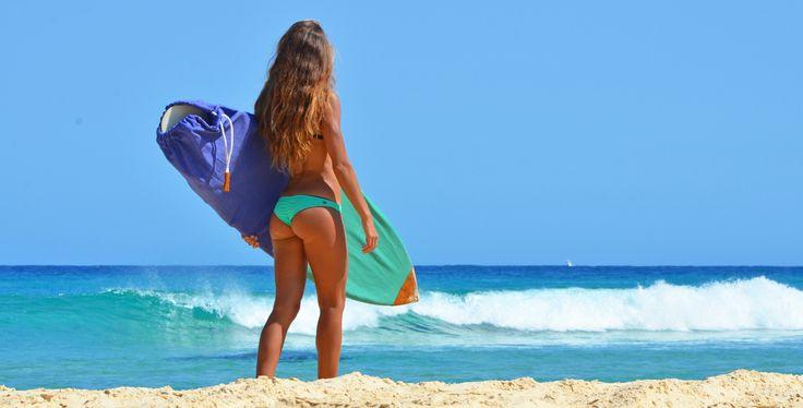 Surf Bikini by www.kaloea.com Surf Sock: www.rosesdesvents.com