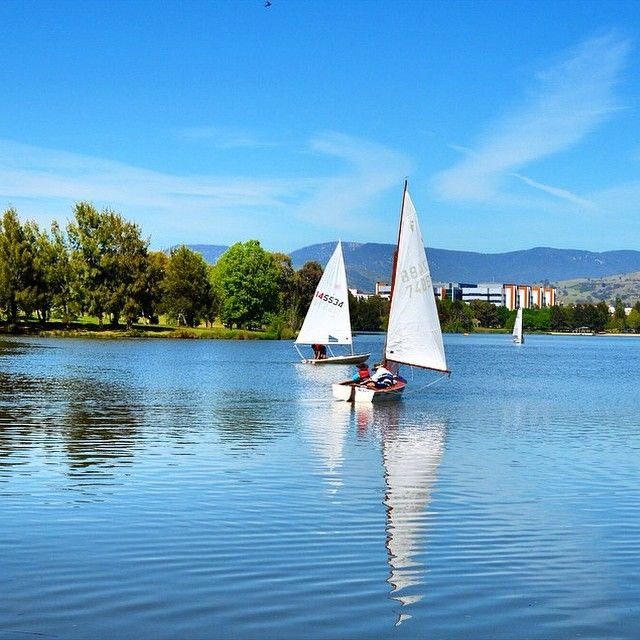 Lake Tuggeranong, in Canberra's south is easily accessible to many suburbs, proving a great exercise route or picnic spot. Getting onto the water is a great way to see the seasons changing! Image by Instagrammer pha2905