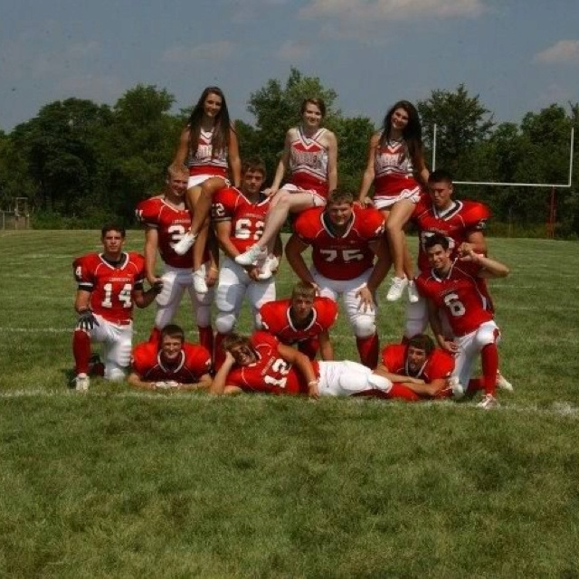 Senior cheerleaders and football players ❤  This would be a funny one to do too! @pinthegoodstuff
