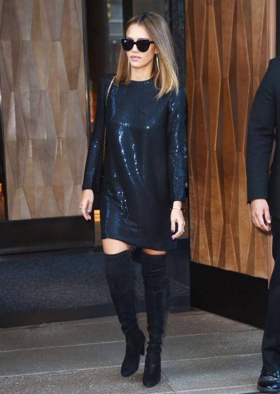 Jessica Alba : Εντυπωσιακή με λαμπερό φόρεμα στους δρόμους της Νέας Υόρκης | Follow Me