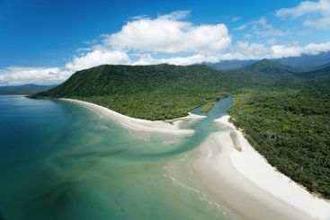 Camp at Noah Beach camping area, near the mouth of Noah Creek, Queensland. Courtesy of Tourism Queensland.