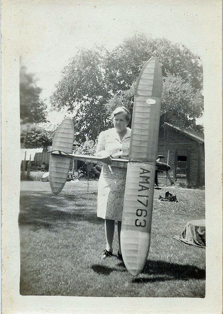 Vintage 1945 photo / MODEL AIRPLANE - Glider - Mom Seizes Billy's Drone