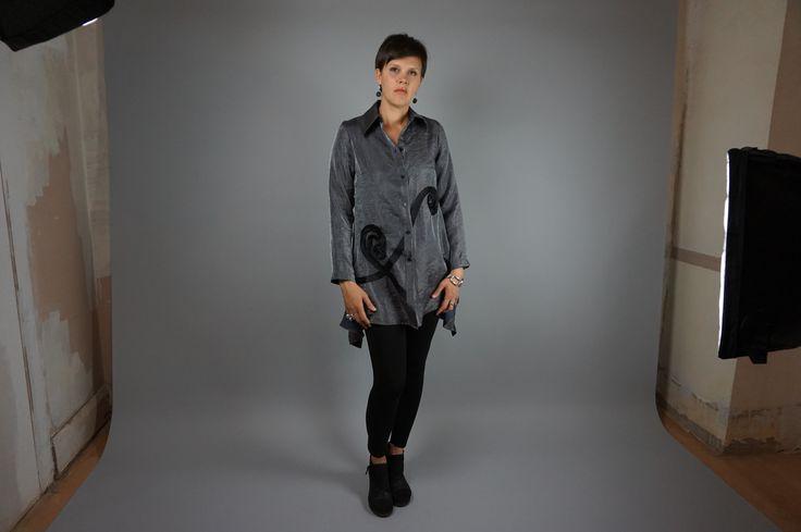Swirl Blouse by Lousje & Bean http://www.lousjeandbean.ca/shop/swirl-blouse-crystal/ #crystal #swirls #artshoes #lousjeandbean  #leggings #tunictop #silver #photostudio #canadianmade