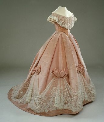 gown, circa 1850s I need to go to a southern antebellum ball PRONTO: Evening Dresses, Ball Gowns, Vintage Fashion, 1860 S, Civil War, Costume, Ballgown, 1800S, The Royals