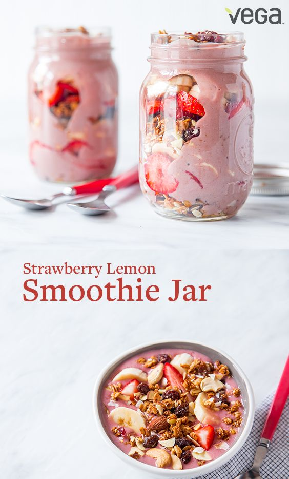 Would you rather eat than drink your smoothie? Take it on-the-go in a Mason Jar smoothie parfait.