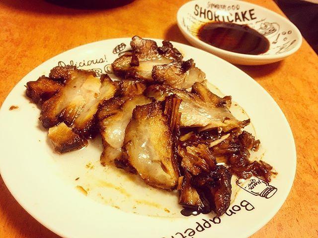 かんちゃんらーめんのお土産🤤 ここまで美味しそうなチャーシューてそうはないと思います。🤤 #ひとりめし#おとこめし#食スタグラム#焼豚#チャーシュー#鹿児島ラーメン#隼人#肉#至高の逸品