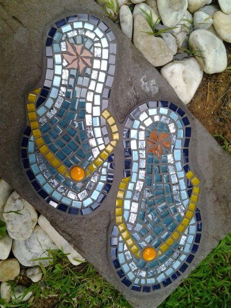 Flip-flops stepping stone #mosaic #steppingstones #mosaicsteppingstones