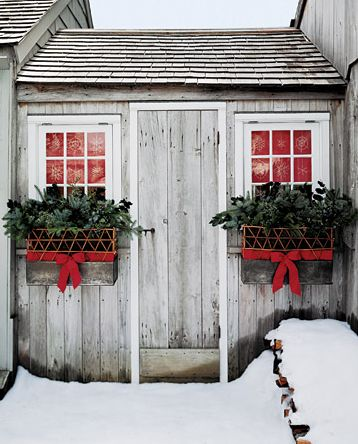 Winter Window Boxes Beautiful easy way to make empty window boxes look good all year