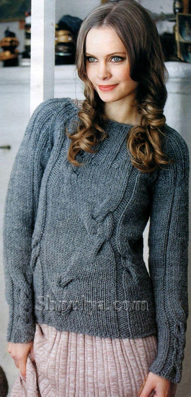Серый пуловер с косами, вязаный спицами