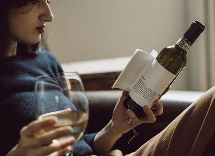 Librottiglia est la combinaison des mots italiens pour vin et livre. Il s'agit d'un concept de bouteille de fin équipée d'une courte histoire.