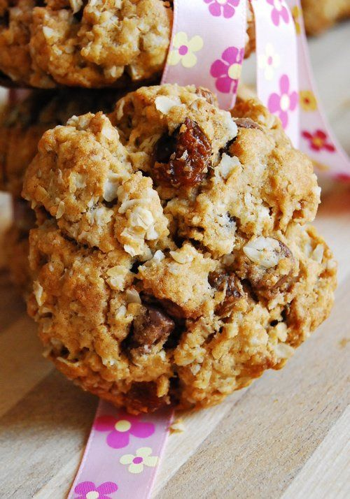 A healthy cookie recipe ideal for kid's lunch box and breakfast. A simple and easy oats and dates cookies.