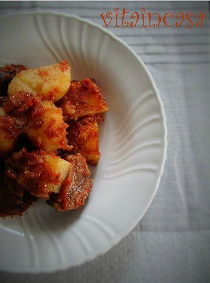 Questo spezzatino con patate è smart perché è cotto al forno: basta mescolare una sola volta a metà cottura!