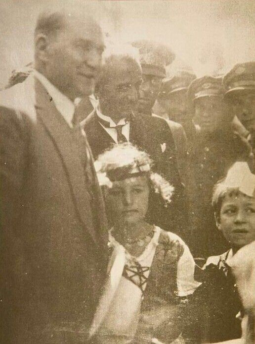 """""""Cumhuriyet fazilettir."""" Mustafa Kemal Atatürk, Cumhuriyet Bayramı kutlamalarında. #ataturk"""