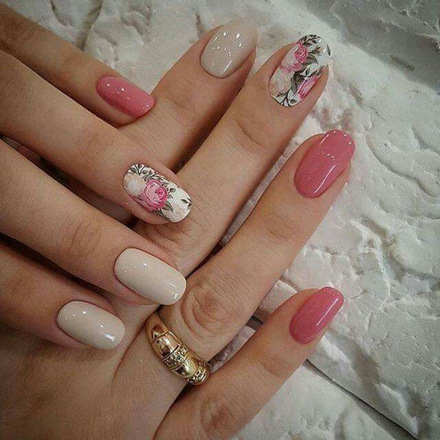 Nude vintage flowers nails