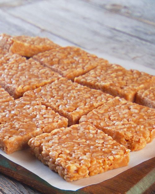 No-Bake Peanut Butter Rice Krispie Bars...we can try these for later @Rachel R Lynne