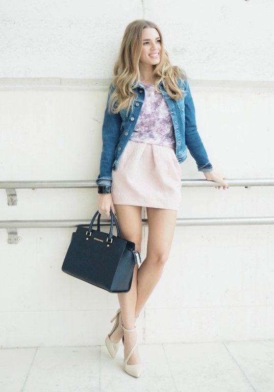 Vaquera customizada de Pepe Jeans. La falda es de Dresslux, la camiseta de Fashion Pills, el bolso de Michael Kors y los zapatos de Zara.