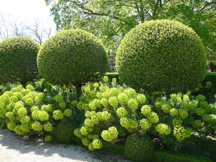 Harmonies de boules au jardin http://www.pariscotejardin.fr/2013/04/harmonies-de-boules-au-jardin/