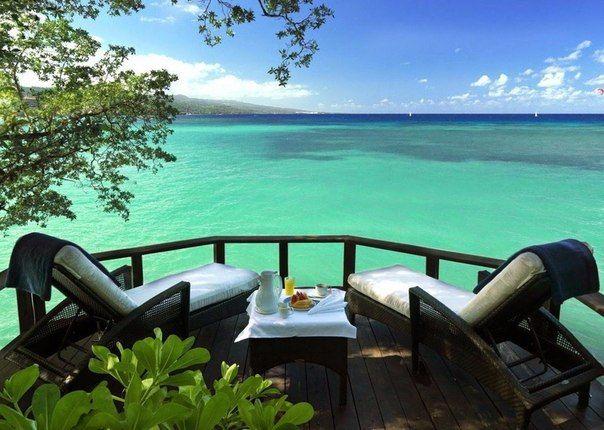 красоты Ямайки   Терраса с видом на море, Очо-Риос, Ямайка и красоты Ямайки  #travel #travelgidclub #путешествия #Ямайка #Очо-Риос
