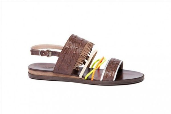 Sandali con mini frange Janet Janet  #sandali #sandals #heels #tacchi #womanshoes #fashion #mood #trend #shoes2014 #scarpedonna #shoes #scarpe #calzature #moda #woman #fashion #springsummer #primaveraestate #moda2014 #springsummer2014 #primaveraestate2014 #flat #janetjanet