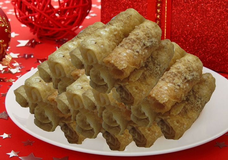 Diples are one of the most delicious Christmas sweets ideas. #christmasdesserts #christmasrecipes