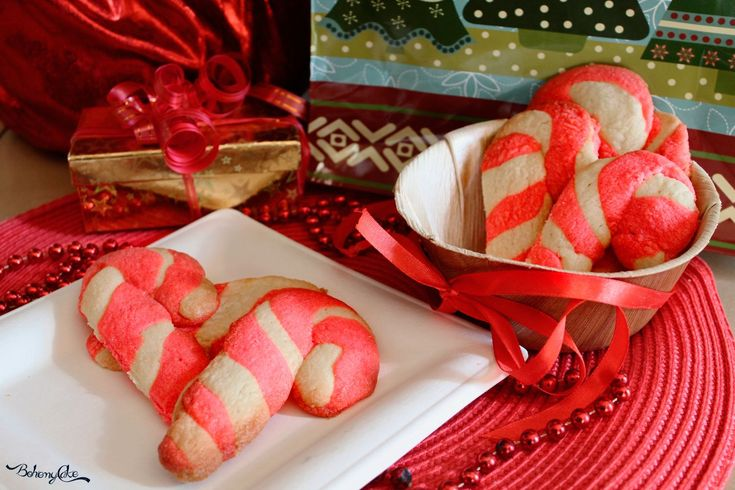 Icandy canesono dei tipicibastoncini di zuccheronatalizi tradizionalmente costituiti da due fasce intrecciate di colorebianco e rosso, al sapore di...