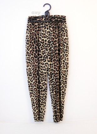 Kup mój przedmiot na #vintedpl http://www.vinted.pl/damska-odziez/spodnie-do-kostek-i-chinosy/20838246-spodnie-z-wysokim-stanem-w-panterke-marchewy