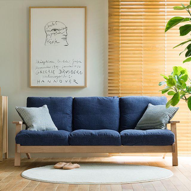 北欧テイストの上質なデザインに、ナチュラルな雰囲気をまとった、Re:CENOオリジナル3人掛けソファー「NOANA」。フェザークッションによる、ワンランク上の座り心地をぜひお楽しみください。