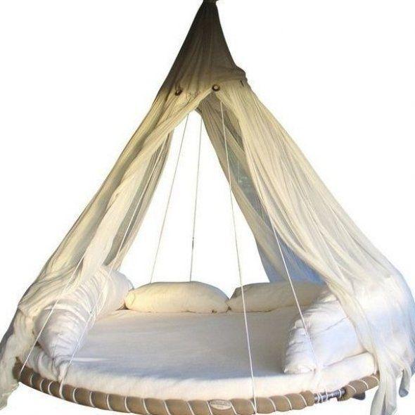 Here S Exactly How To Upcycle Your Unused Trampolines To Make A Gorgeous And Relaxing Bed Swing Gartendiy Garten In 2020 Hangebett Schaukelbett Trampolin Schaukel