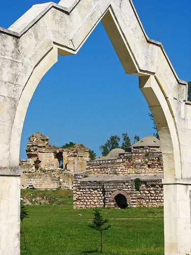 Edirne Palace ruined Arch by mission75, via Flickr