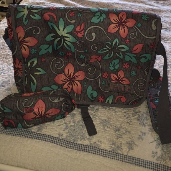 Dakine laptop messenger bag w/pencil case floral Dakine laptop messenger bag w/matching pencil case. Padded floral print. Adjustable shoulder strap. Gently used great condition Dakine Bags Laptop Bags