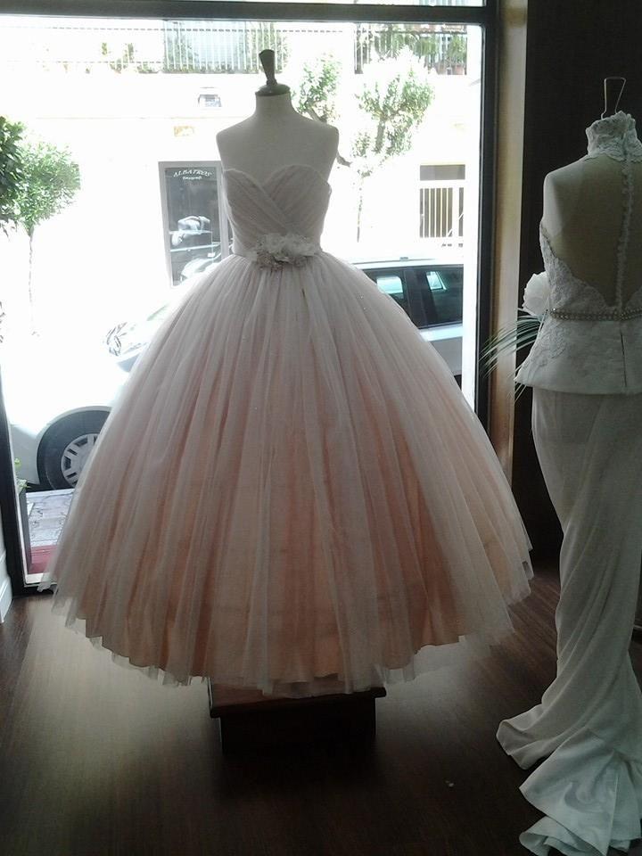 Abito ampio rosa http://www.nozzemeravigliose.it/matrimonio/atelier-sposa/caserta/melania-pezzullo-couture/389