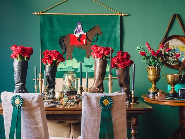 Host a Sophisticated Equestrian-Style Party >> http://www.diynetwork.com/decorating/host-a-sophisticated-equestrian-style-party/pictures/index.html?soc=pinterest: Equestrian Styl Parties, Diy Parties, Equestrian Parties, Decoration, Sophisticated Equestrian Styl, Equestrian Style, Parties Tables, Derby Parties, Equestrian Decor