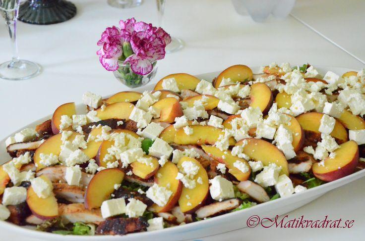 Bulgur salad with honey glazed chicken, fresh peaches and feta cheese.