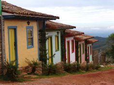 Descubra um destino mineiro encantador, a apenas 117 km de Belo Horizonte. Lavras Novas, distrito de Ouro Preto, recebe muitos turistas nos finais de semana e feriados, que visitam o local em busca de diversas atrações. Cachoeiras, belas paisagens, ruas charmosas, ótimos restaurantes, esportes radicais, pousadas... O charmoso distrito oferece tudo isso em um ambiente tranquilo para quem quer descansar e se divertir.