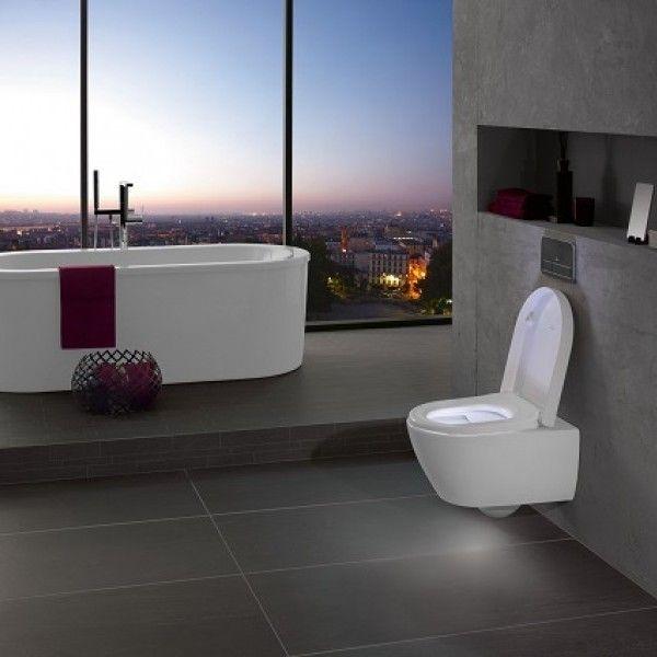 Cuarto de baño con inodoro suspendido y luces LED - Banium
